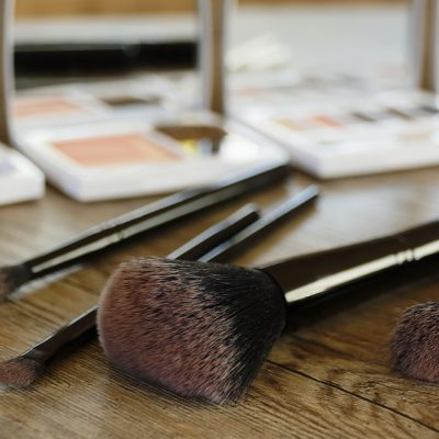 How to Clean Your Makeup Brushes with the Honest Discovery Set + Free Samples