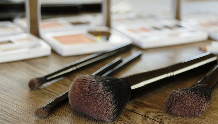 How to Clean Your Makeup Brushes with the Honest Discovery Set + Free Samples Giveaway